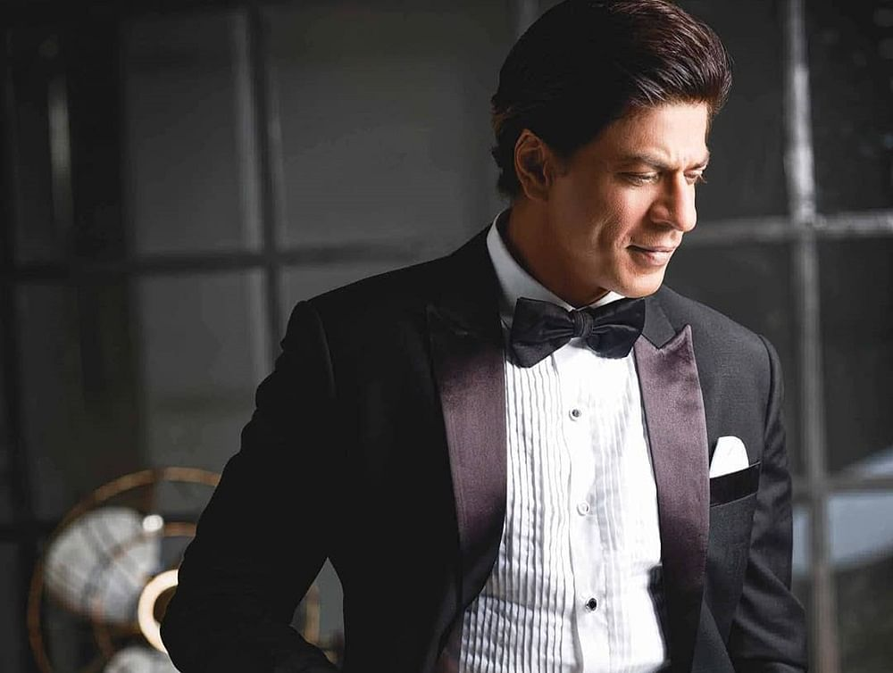 Shah Rukh Khan attends hairstylist's sister's wedding, crowd goes wild