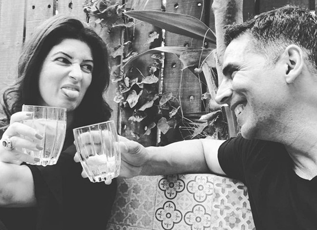 Twinkle Khanna's adorable picture with Akshay Kumar screams couple goals!