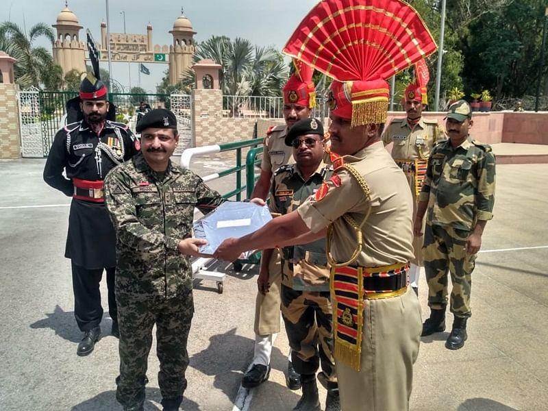 Eid celebrated on India-Pakistan border, BSF personnel, Pakistan Rangers exchange sweets