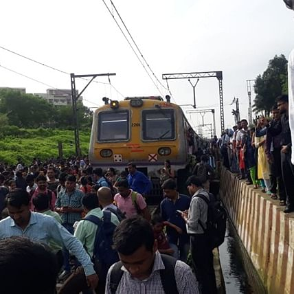 Mumbai: Central Railway's local services affected due to OHE problem between Vithalwadi and Kalyan