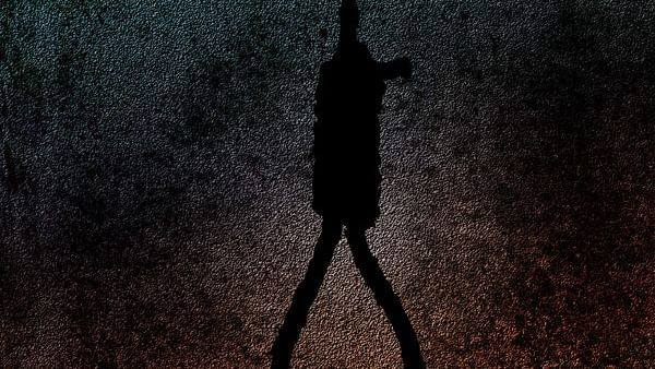 Two minor girls commit suicide in Kurla