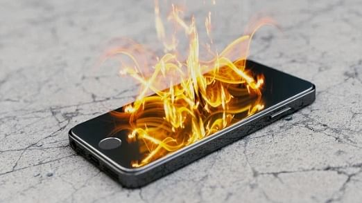 Teen's Apple iPhone 6 catches fire: Report