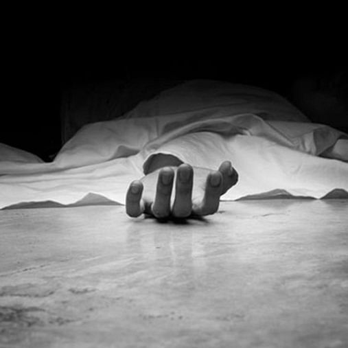 Mumbai: 26-year-old dies after falling off train