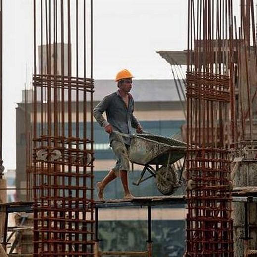 Maharashtra government to roll out smart cards for labourers to keep track of them