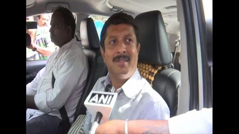 We are all together, we want the govt back: Karnataka Cong MLA Byrathi Suresh