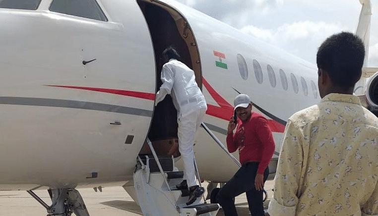 Karnataka Congress rebel makes U-turn, flies off to Mumbai