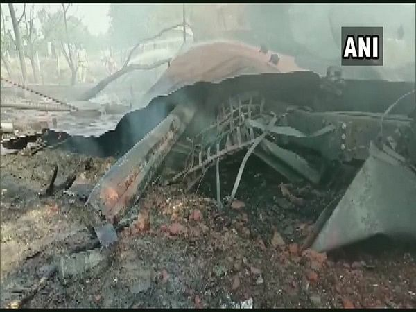 UP: Fire breaks out in oil tanker on Lucknow-Faizabad road