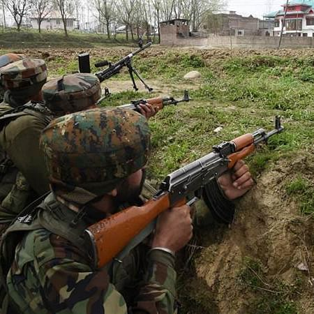 Pakistan Army troops with heavy artillery moving towards LoC: Journalist