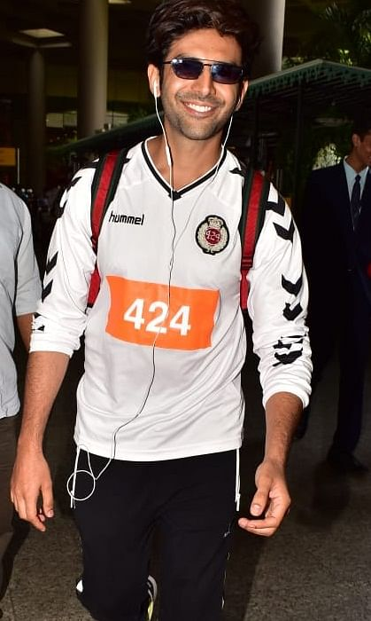 Celebrity spotting: Kartik Aaryan, Sonakshi Sinha and more return to Mumbai