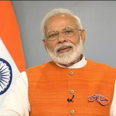 PM suggests media to publish one word in 10-12 languages to unite different cultures