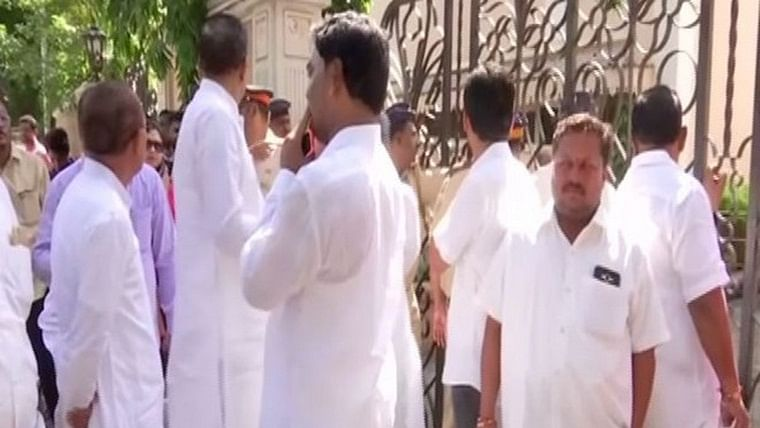 Mumbai: MLAs protest outside Sahyadri guest house after denied entry to meeting with state cabinet ministers