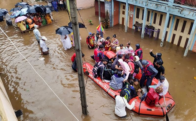 Maharashtra floods: 12 rescue teams of Indian Navy deployed in Sangli