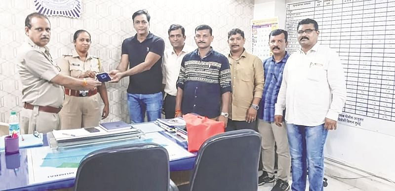 Man loses Rs 7.5 lakh jewellery in auto, cops recover it 3 hours