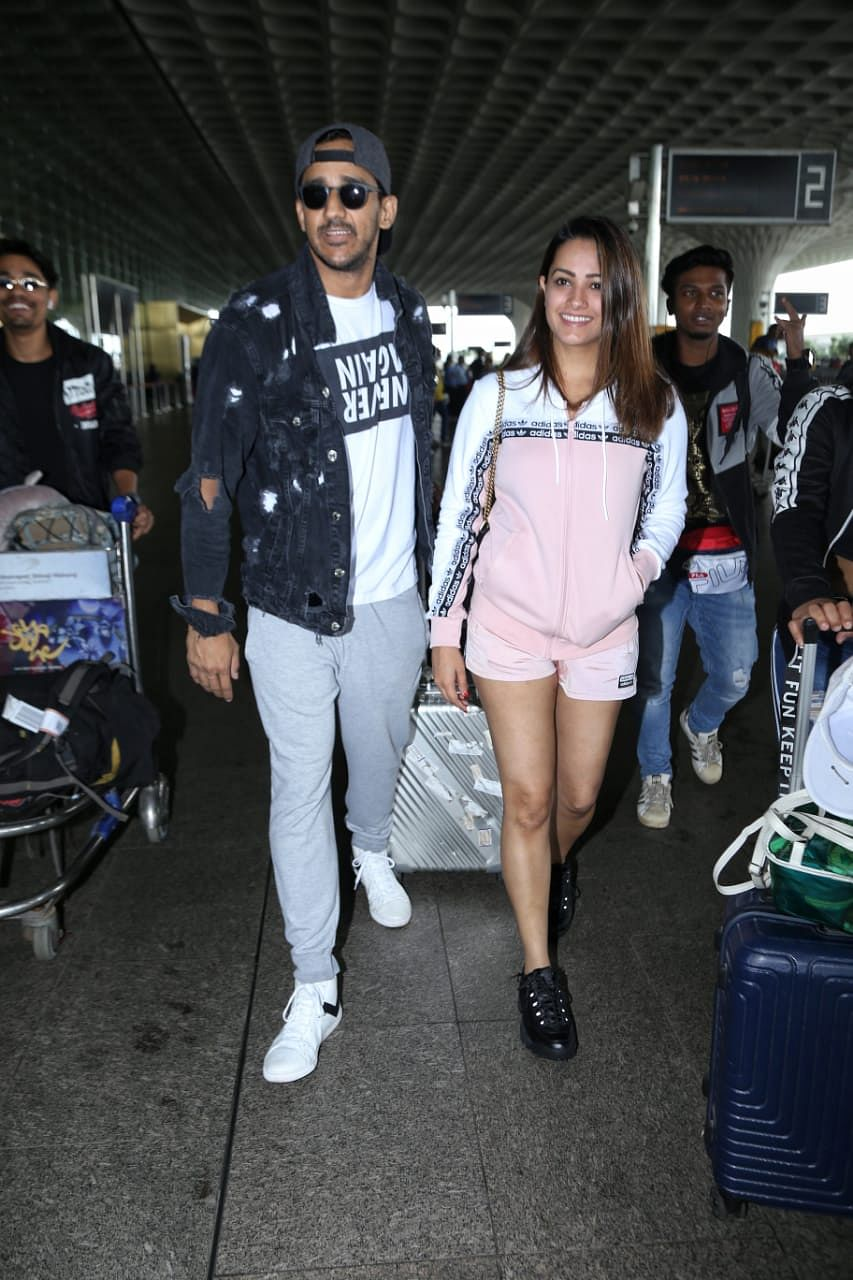 TV actress Anita Hassanandani spotted at airport earlier in the morning with husband Rohit Reddy.