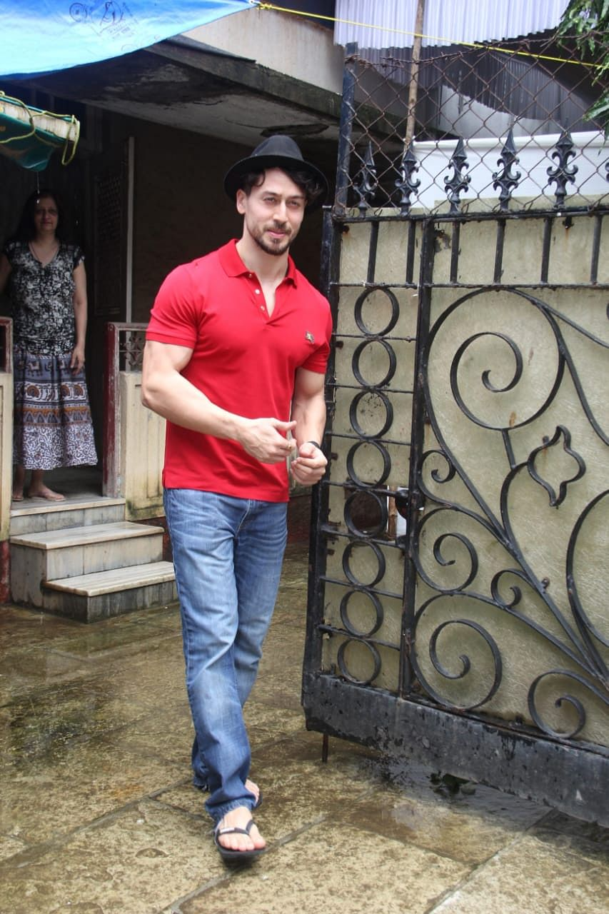 Tiger shroff spotted in Khar as he left from the astrologer's house.