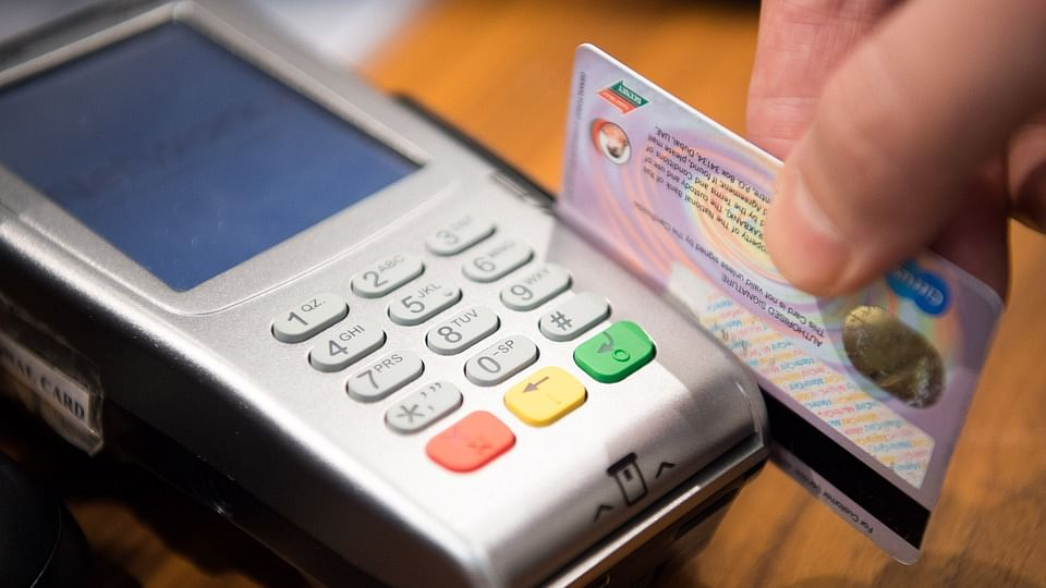 4 tips on how to never miss a credit card payment again