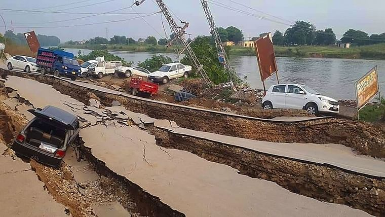 26 killed, over 300 injured in PoK after earthquake jolts north-eastern Pakistan