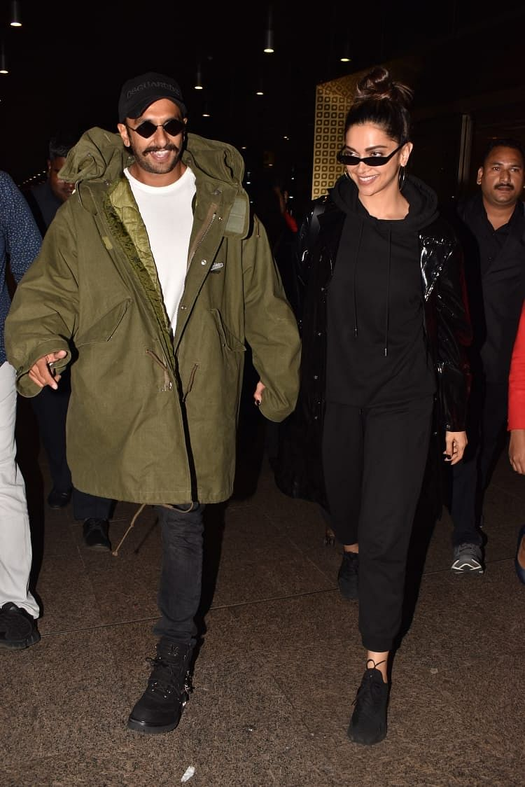 Ranveer Singh and Deepika Padukone were spotted at the Mumbai Airport heading back home after completing a hectic schedule for 83 in London. The two spend some time post the wrap traveling together.