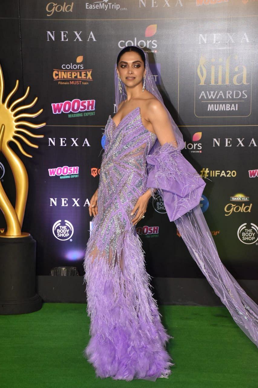 Deepika Padukone's Rs 7 Lakh outfit for IIFA 2019 leaves Ranveer Singh swooned