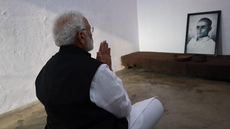 PM Modi paying homage to Savarkar