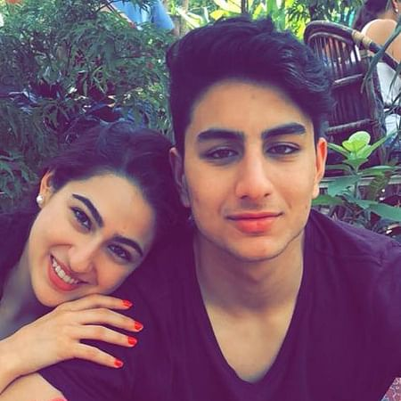 Sara Ali Khan shares picture of Ibrahim flaunting his abs, netizens go into frenzy!