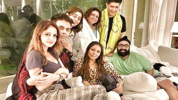 Gauri Khan is all smiles with Karan Johar, Sussanne Khan at SRK's Alibaug residence