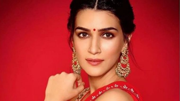 Kriti Sanon starts shooting for her first women-centric film'Mimi' in Rajasthan