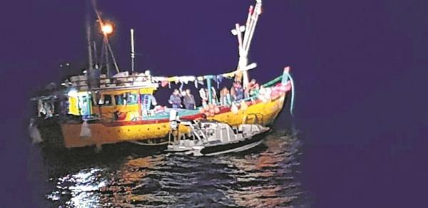Mumbai: Coast Guard apprehends two suspicious boats