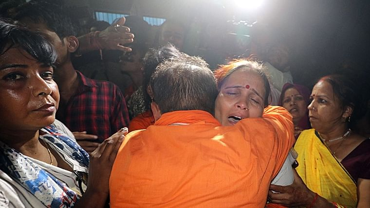 Kamlesh Tiwari's mother when Tiwari's body was delivered to family