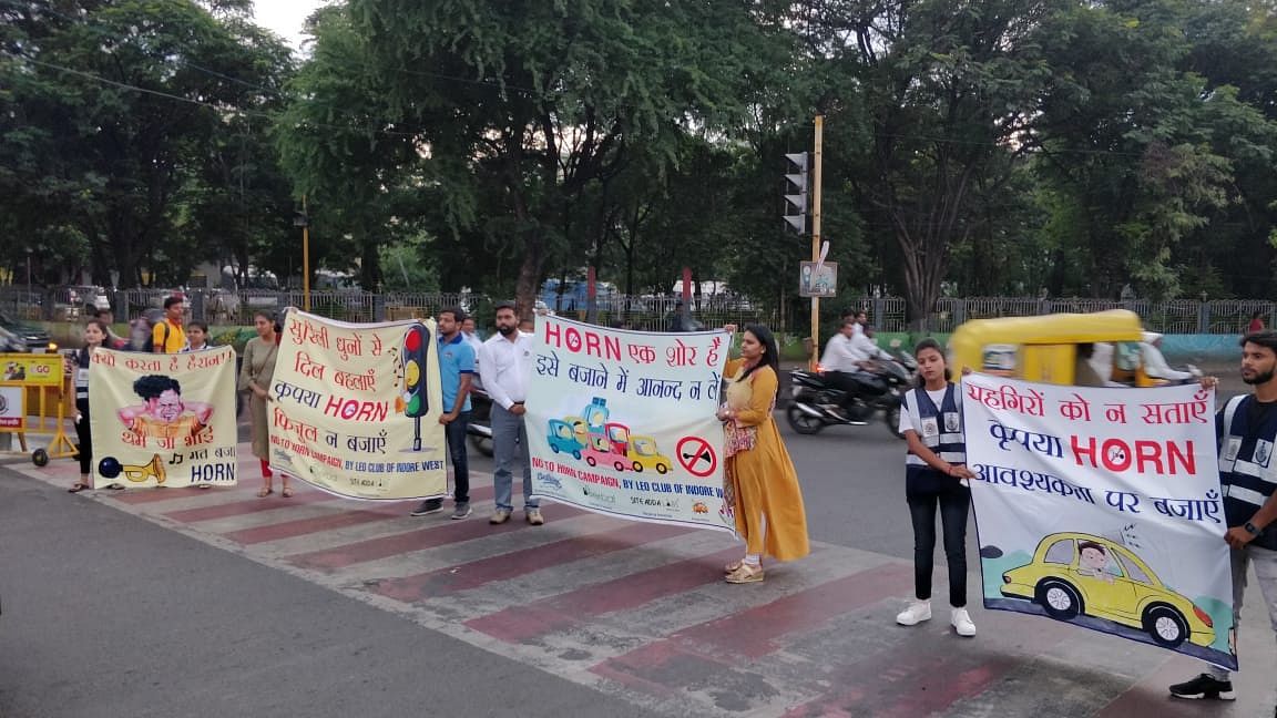 Indore: NO HORN IN ADARSH MARG; Traffic police drive against noise pollution