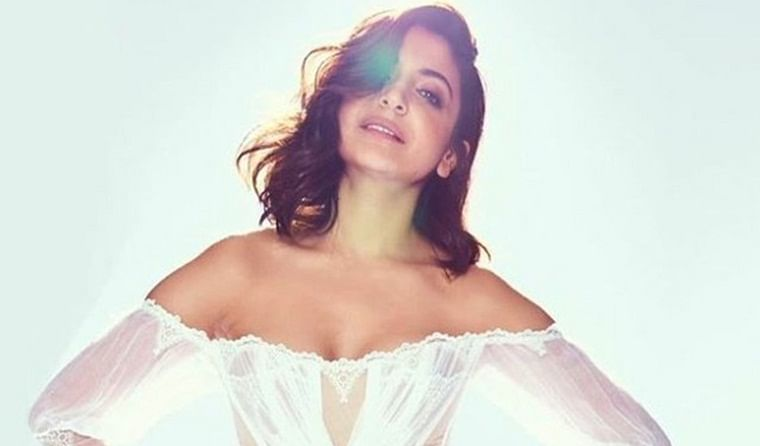 Anushka Sharma to play a glamorous teacher in 'Satte Pe Satta' remake?