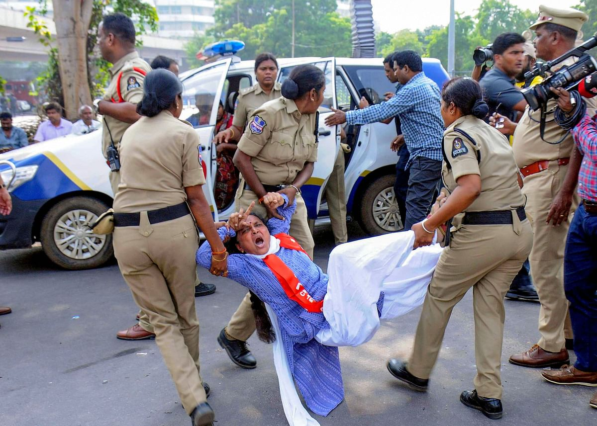 Hyderabad: Police detains protesting TSRTC employees