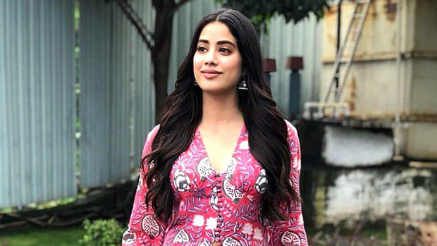 Watch: Janhvi Kapoor refuses to be filmed by paparazzi as she helps out an under privileged kid
