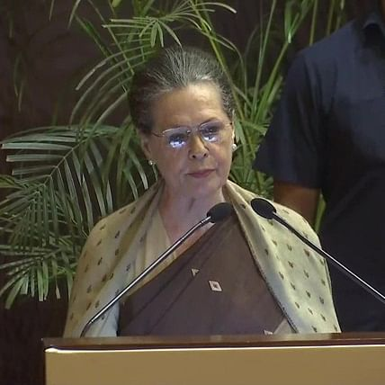 Sonia Gandhi speaks to Sharad Pawar, authorises 3 senior leaders to hold talks with NCP