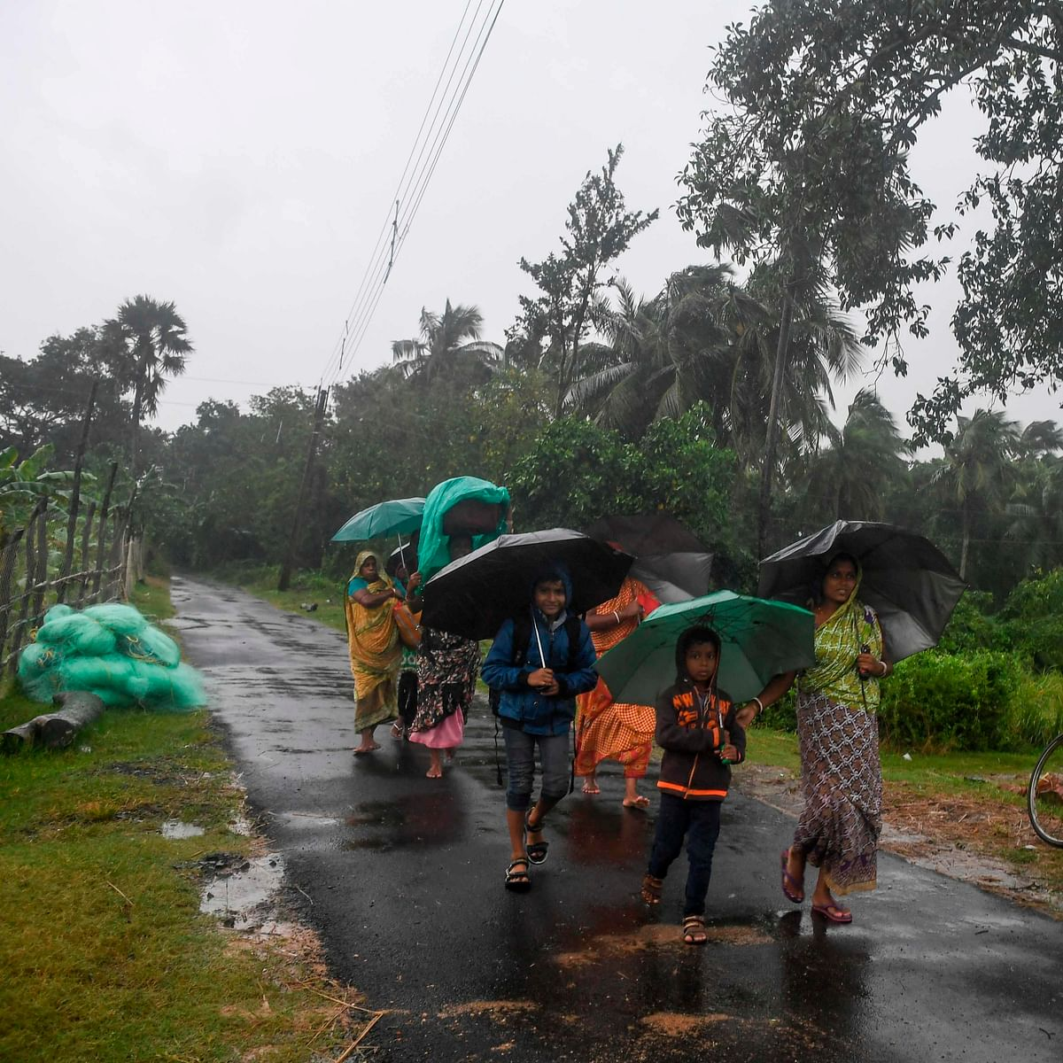 Bangladesh evacuates thousands ahead of cyclone Bulbul