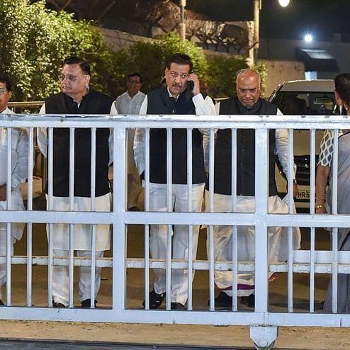 Maha govt formation Updates: Prithviraj Chavan, Ashok Chavan, Balasaheb Thorat to meet Sonia in Delhi