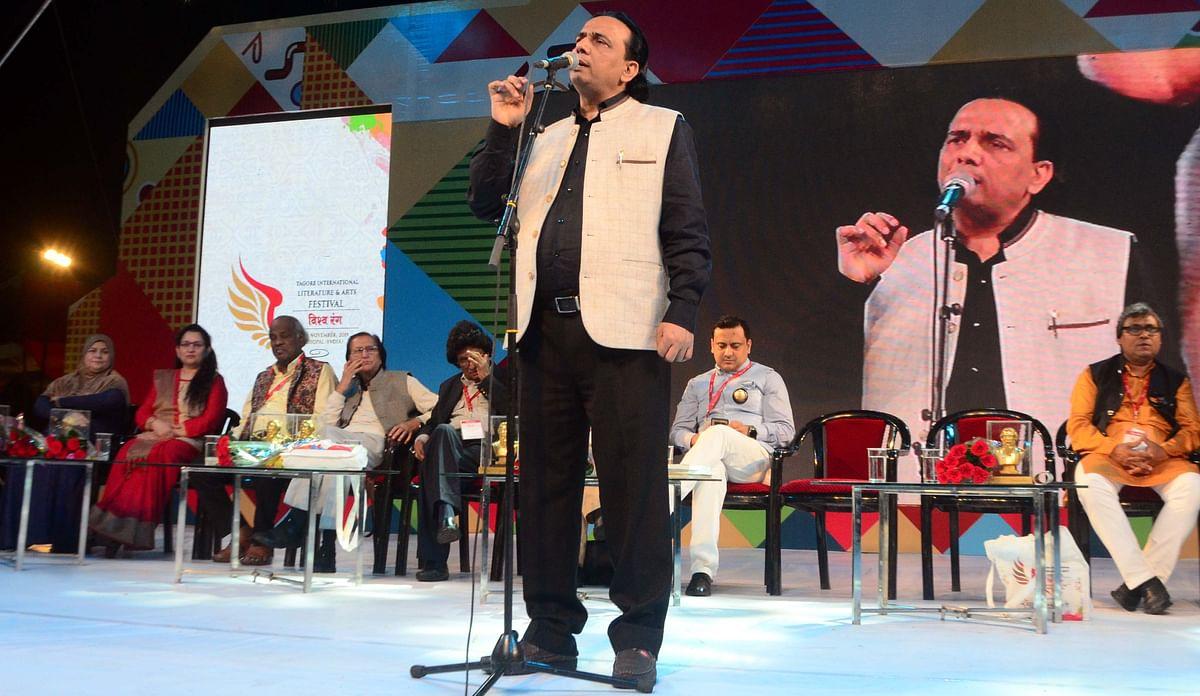Bhopal: Rahat Indori enthralls audience at poets' meet