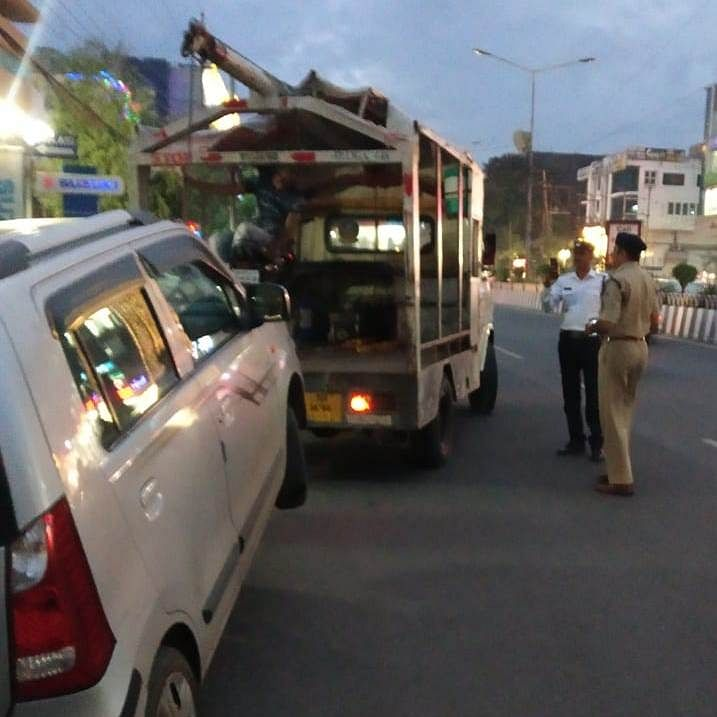Indore: Drive against wrong parking; Action against 60 vehicle