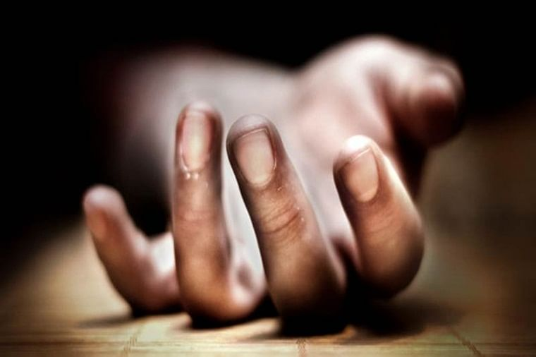 Maharashtra farmer commits suicide, body remains hanging from tree for 6 days