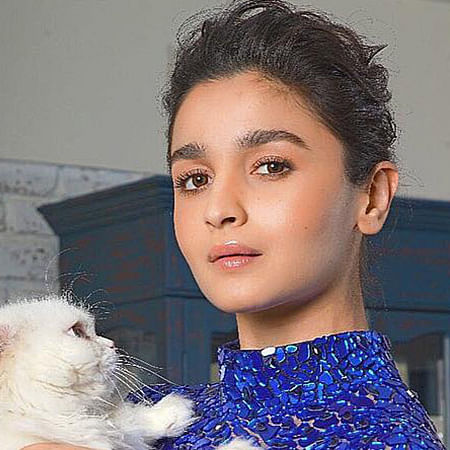 Alia Bhatt's selfie with her cat Edward is the sweetest thing on the Internet today