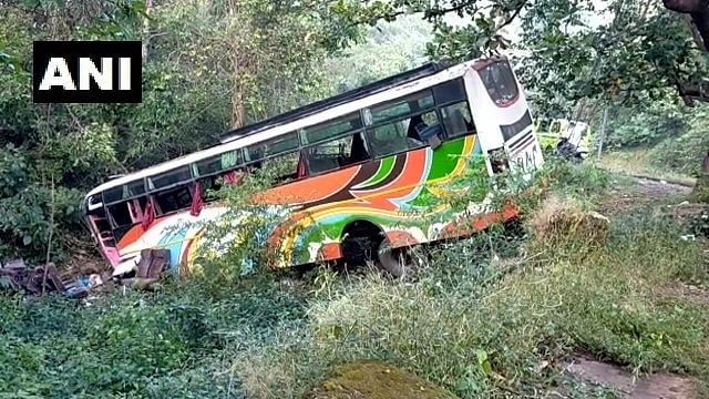 4 dead, 30 injured in bus accident on old Pune-Mumbai highway