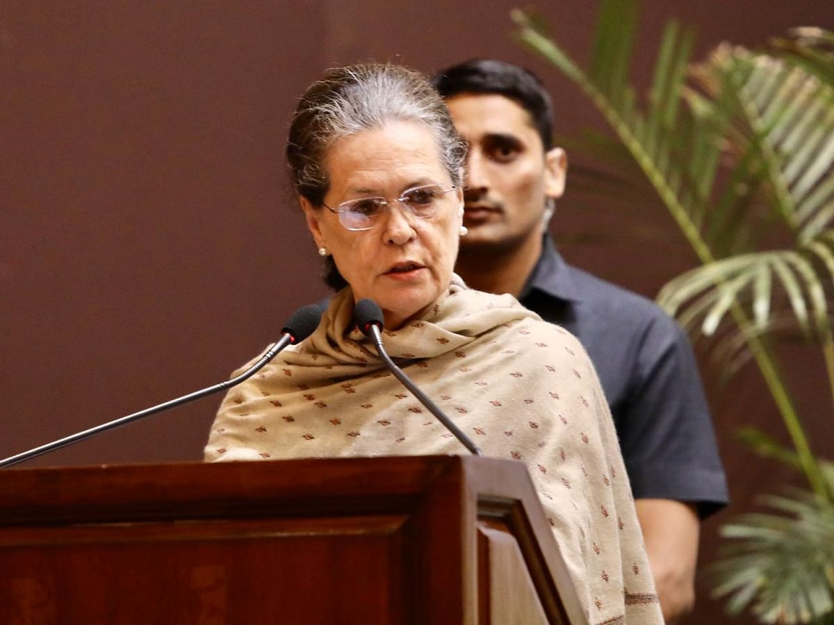 Maha Impasse: Sonia Gandhi meets senior party leaders