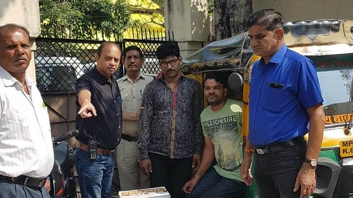 Indore: Premium liquor worth over 1 lakh seized from autorickshaw; Driver booked