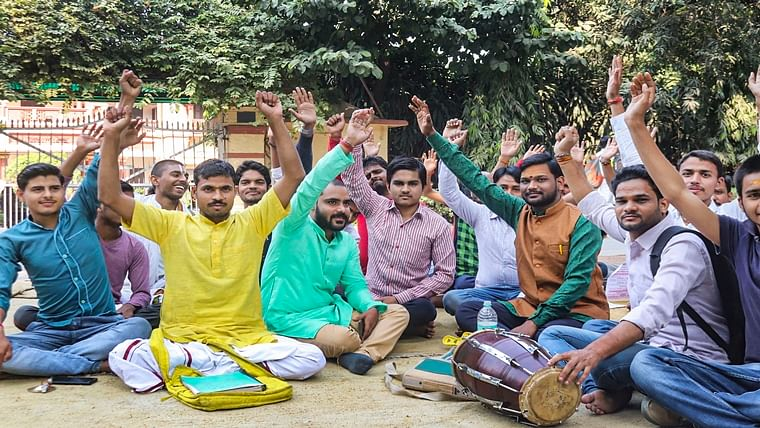 BHU students take out peace march supporting Muslim Sanskrit professor who was forced out of college