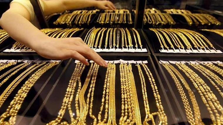 Gold prices continue to fall after sharp rise, silver rates struggle too
