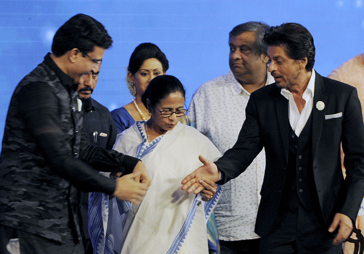 SRK meets his Didi, inaugurates 25th International Film Festival in style