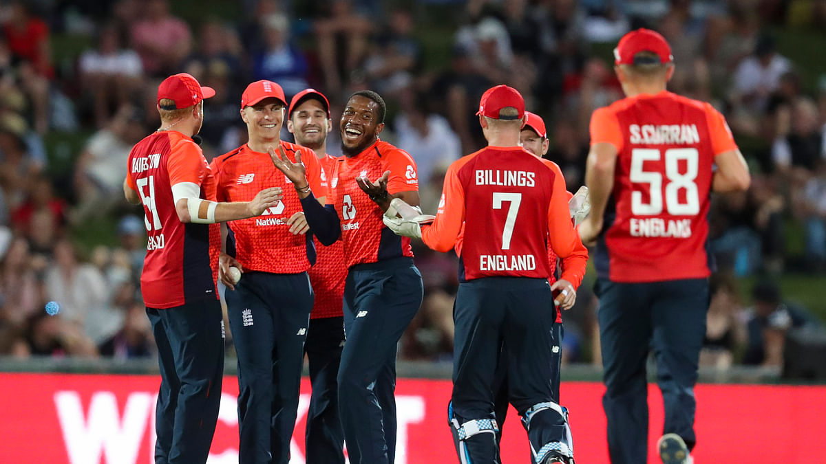 Chris Jordan, center, and teammates celebrate the wicket of new Zealand's Tim Seifert during the T20 cricket match between England and New Zealand in Napier, Friday, Nov. 8, 2019.