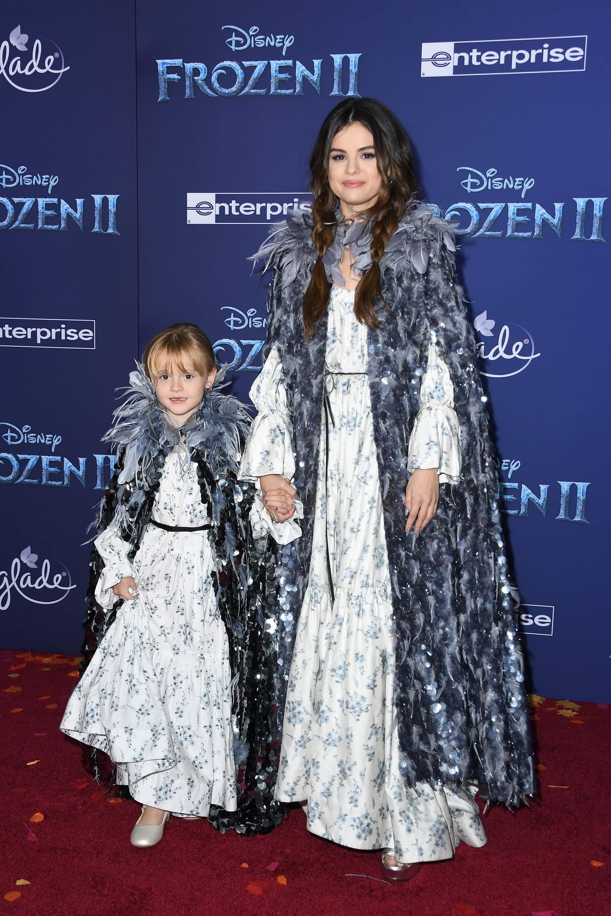 Selena Gomez, her little sister Gracie wear matching outfits at 'Frozen 2' premiere, see pics