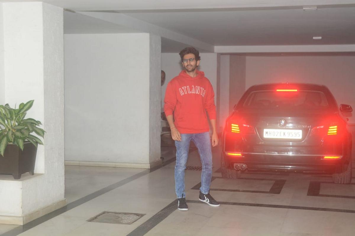 Kartik Aaryan at Karan Johar's house