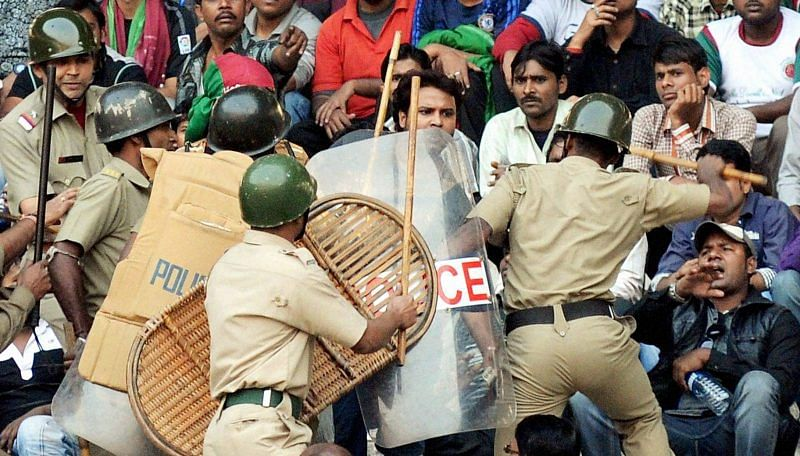 Maharashtra: Belgaum cops lathicharge Marathi-speaking youths